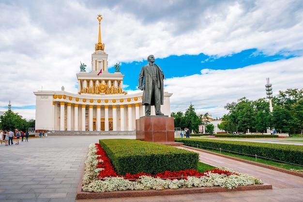 Панорама общественного пространства вднх в москве