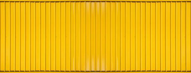 テクスチャード加工された黄色のボックスコンテナストライプラインのパノラマ