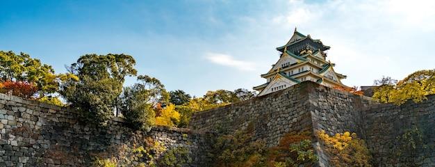 日本の観光客のための秋のpanorama osaka城跡。