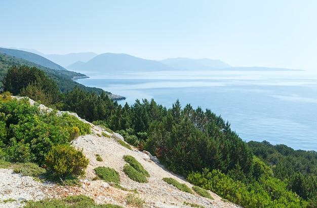 Панорамный вид с южного мыса острова лефкас (греция, ионическое море)