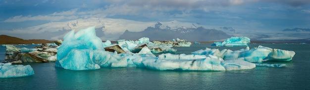 Panorama view of icebergs floating in jokulsarlon lagoon near the southern coast of iceland