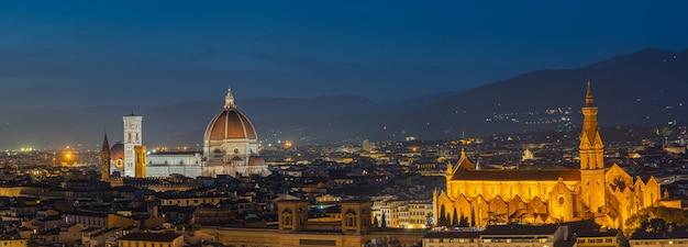 Панорамный вид на горизонт флоренции в тоскане, италия.