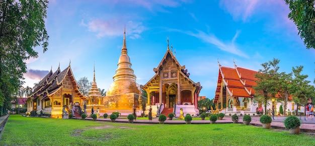 태국 치앙마이(chiang mai) 구시가지 중심가에 있는 왓 프라싱(wat phra singh) 사원의 탁 트인 전망