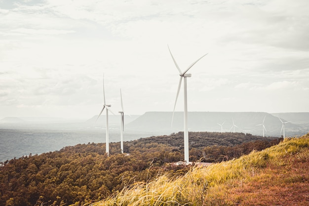Панорамный вид ветряной турбины на кхао яй тианг.