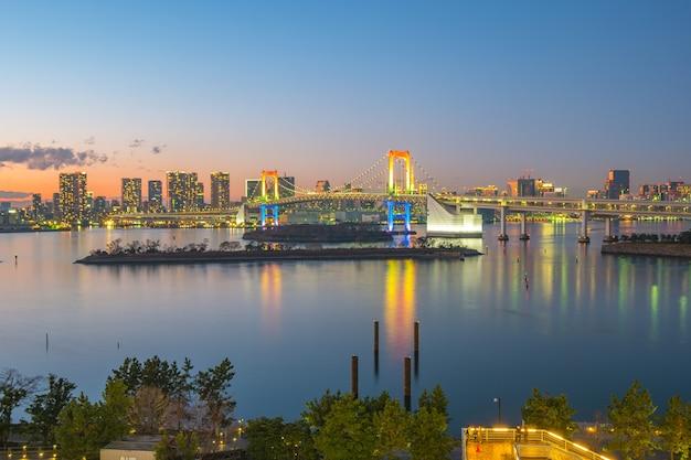 Panorama view of tokyo bay at night in tokyo city, japan.