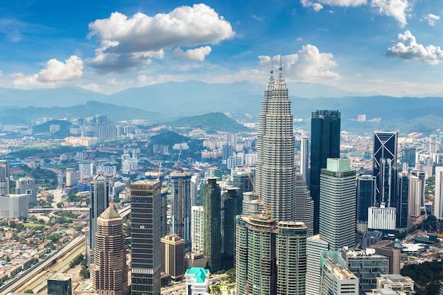 Панорамный вид с воздуха на куала-лумпур в малайзии