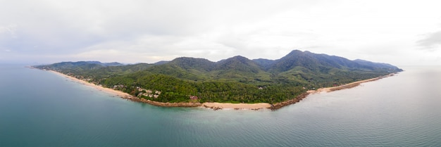 タイ南部のクラビにあるランタ島のパノラマ空撮