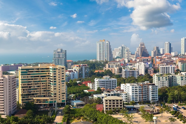 Панорамный вид с воздуха на паттайю, таиланд
