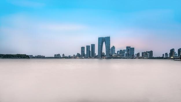 蘇州市の建築風景のスカイラインのパノラマ空撮