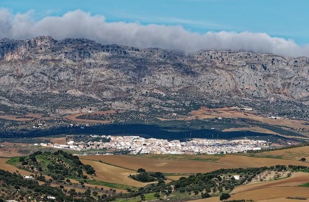 Панорамный высокий угол обзора города антекера.