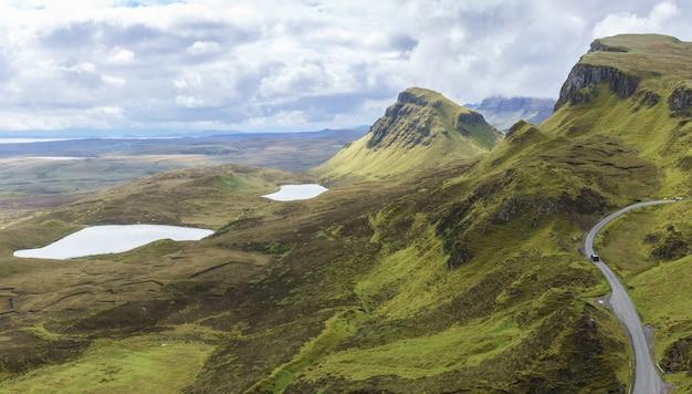 스코틀랜드 스카이 섬의 퀴라잉(quiraing)의 장엄한 풍경의 탁 트인 이미지