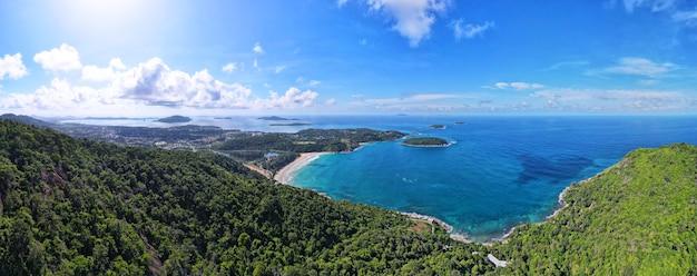 旅行旅行プーケットタイ2021で自然の風景山と海のパノラマ風景ビュー