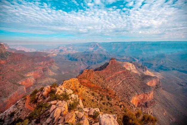 サウスカイバブトレイルヘッドの美しい降下のパノラマ。アリゾナ州グランドキャニオン