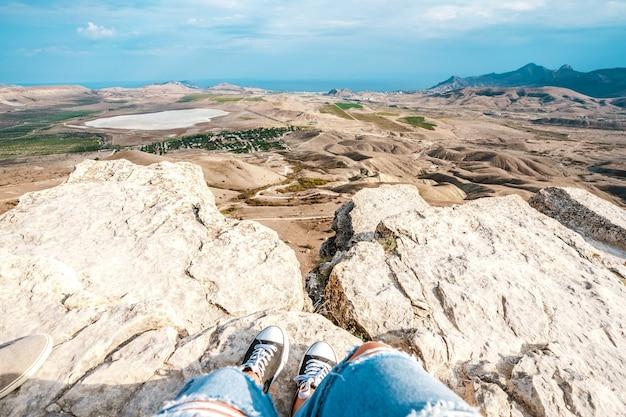 Панорамный снимок горной местности в коктебеле в крыму