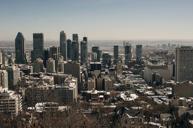 Панорамный вид на центр города монреаль сверху на закате в канаде - декабрь, 2019
