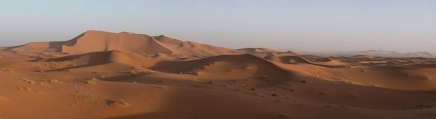 Панорамный восход солнца в пустыне