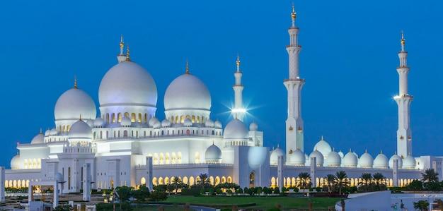 Panoramic view of abu dhabi sheikh zayed mosque by night, uae