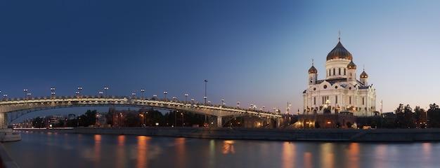 救世主キリスト大聖堂とモスクワ川モスクワロシアのパノラマビュー