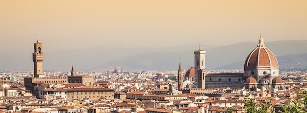 フィレンツェのミケランジェロ広場からのパノラマビュー-イタリア