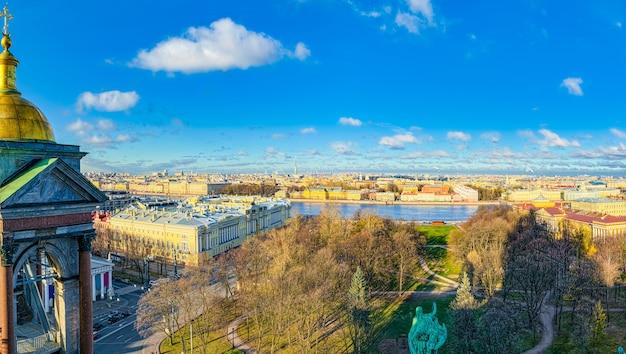 Панорамный вид с крыши исаакиевского собора. санкт-петербург. россия.