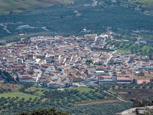 スペインのアンテケラの街の頂上からのパノラマ ビュー。