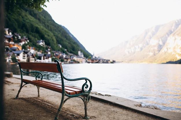 Vista panoramica sul lago e sulle montagne