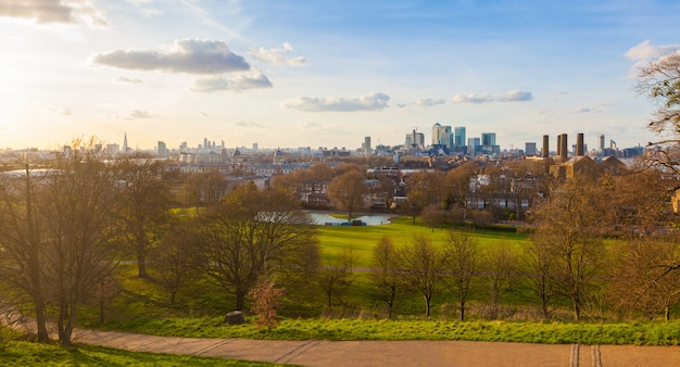 Panoramic view of london from greenwich park at sunset