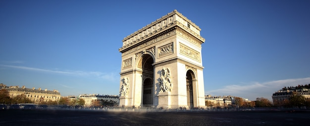 Панорамный вид на триумфальную арку, париж, франция