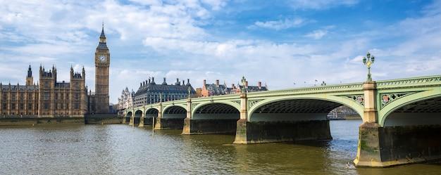 Панорамный вид на биг бен и мост, лондон, великобритания
