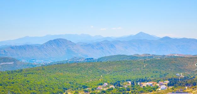 크로아티아 두브로브니크 근처 시골 산의 탁 트인 전망
