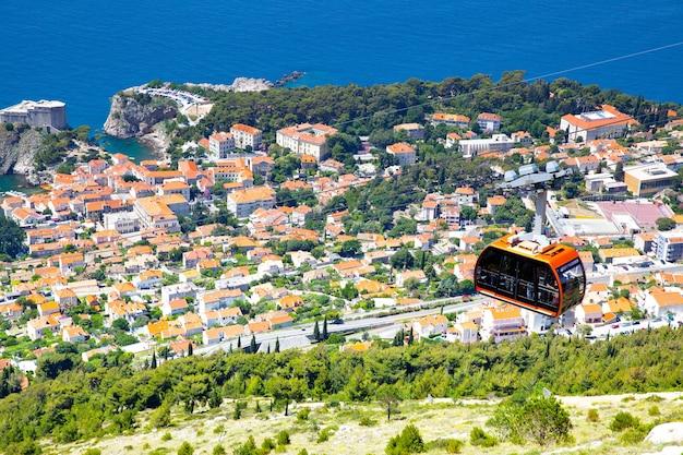 크로아티아 언덕에서 두브로브니크의 탁 트인 전망