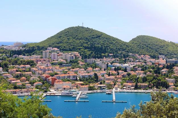Панорамный вид на дубровник с гаванью, хорватия, европа