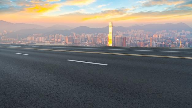 市の空の道のパノラマビュー