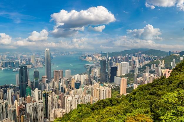 Панорамный вид на деловой район гонконга в летний день