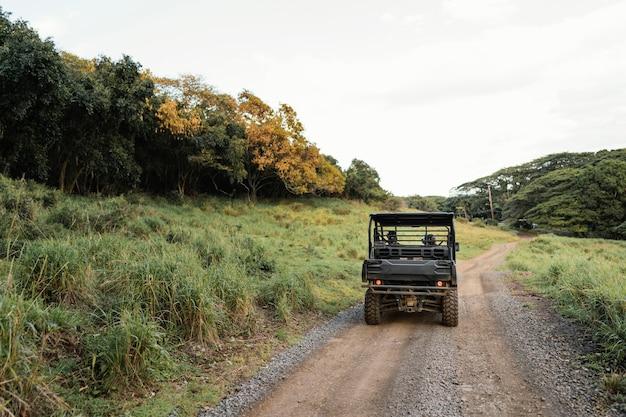 Панорамный вид джипа на гавайях