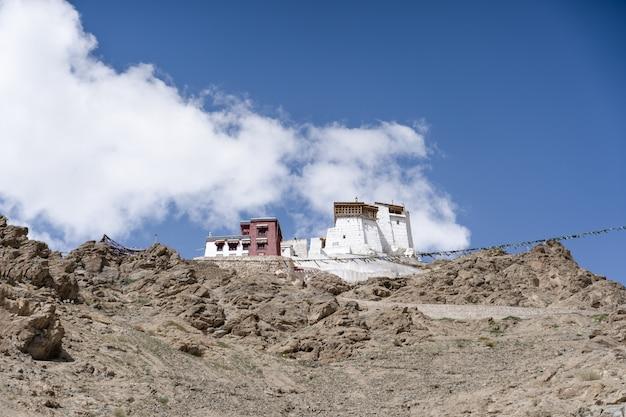 ラダック、インドのラマユル修道院のパノラマビュー。
