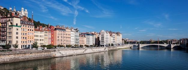 Панорамный вид на лион и реку сона, франция