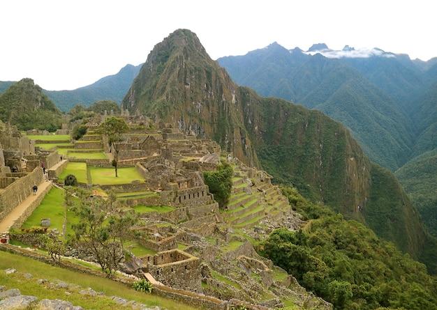 Панорамный вид древней цитадели инков мачу-пикчу, регион куско, перу, южная америка