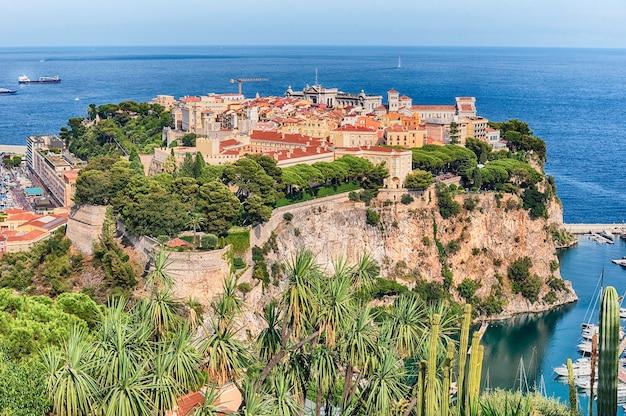 モナコ市、別名ルロシェまたはザロック、モナコ公国、コートダジュール、フレンチリビエラのパノラマビュー