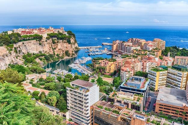 Панорамный вид на город монако и порт фонвьей