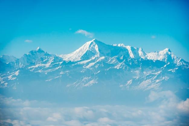 エベレスト、ヒマラヤナパルのパノラマビュー。