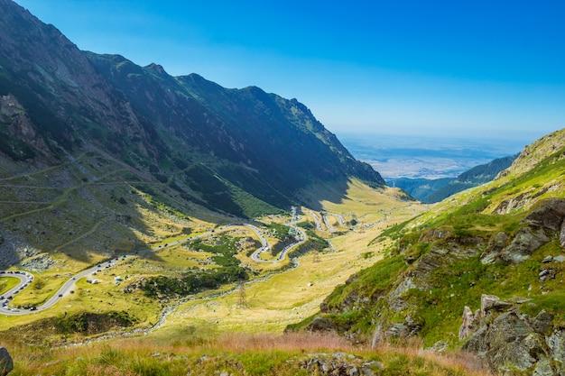 유럽에서 가장 아름다운 도로 인 transfagarasan 산악 도로의 전경
