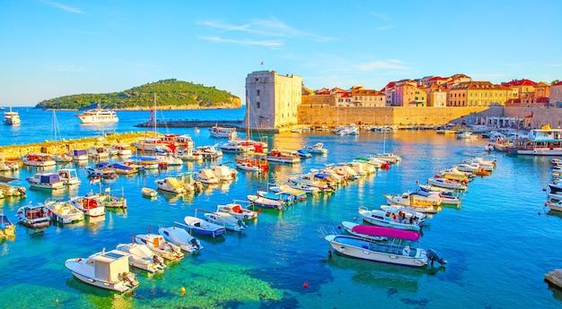 일몰, 크로아티아 두브로브니크 구 항구의 탁 트인 전망