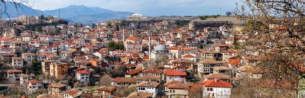 터키 카라북(karabuk)의 전통적인 오스만 건축으로 유명한 터키 마을인 사프란볼루(safranbolu)의 탁 트인 전망