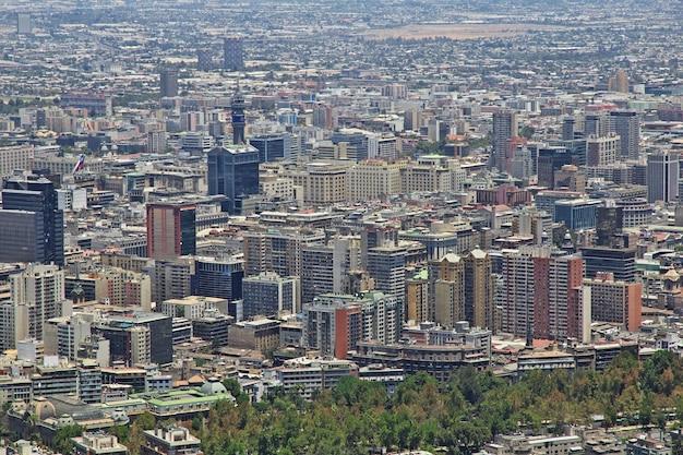 Панорамный вид на сантьяго с холма сан-кристобаль, чили