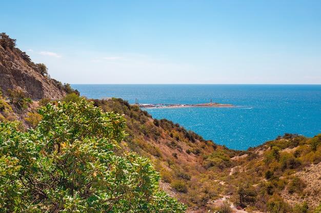 ボリショイ ウトリッシュ デッキの海と山のパノラマ ビュー