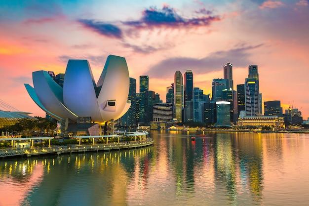 夏の夜のシンガポールのパノラマビュー