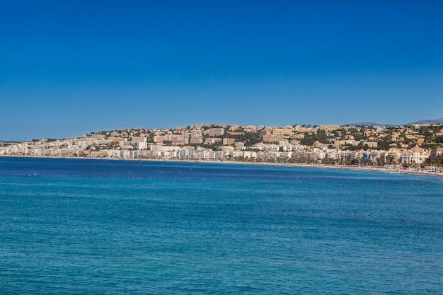 Панорамный вид на город и побережье в ницце, франция