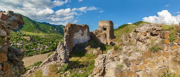 Панорамный вид на крепость ацкири руины крепости грузия крепость ацкури