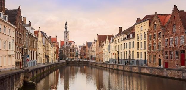 ベルギー、ブルージュの歴史的な市内中心部のパノラマビュー